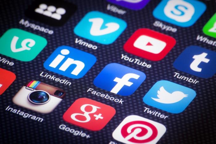 Social-media-icons-700x467